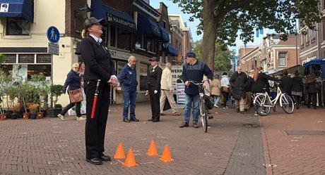 Beveiligers bewaken de kauwgomvrije plekken in Schiedam -slider
