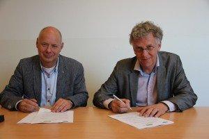 Irado directeur A. Hertog en BGS ad interim directeur P. Mekking ondertekenden detacheringcontract