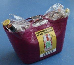 Gevulde glastas als prijs